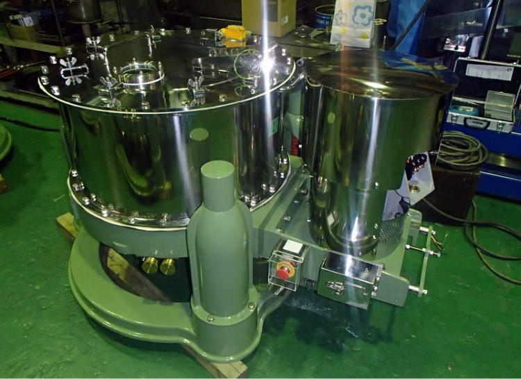 Basket-type centrifugal separator